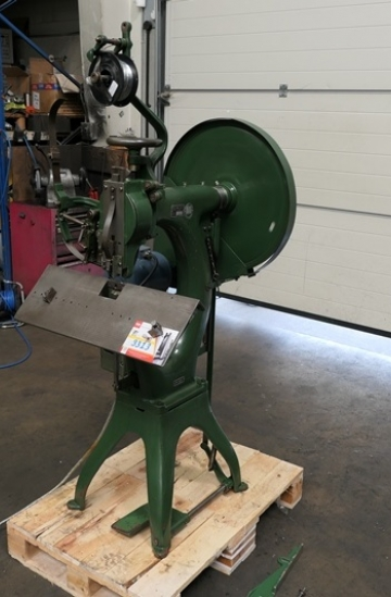 Others  Used other machines Geliot Hurner 103 single head heavy duty wire stitcher