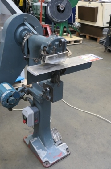 Others  Used other machines Vickers Armstrongs Heavy Duty Wire Stitching machine for sale